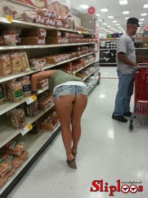 Zonder slipje brood kopen in de supermarkt!